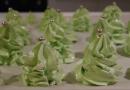 Wesołych Świąt : przepis na choinki z bezy